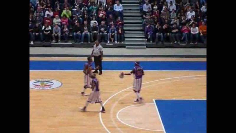 Harlem Globetrotters tricks and funny moments