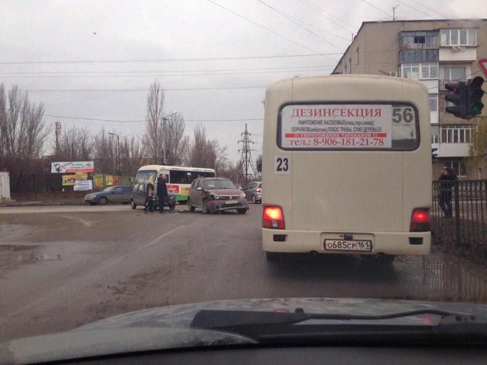ДТП в Таганроге: столкнулись «Ока» и Renault Sandero