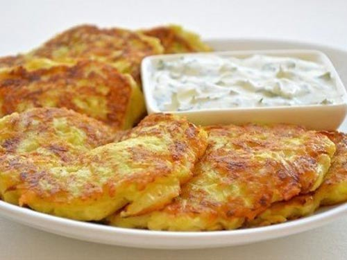 Невероятно вкусные и легкие! Оладьи из кабачков с сыром и чесноком!… (1 фото) - картинка