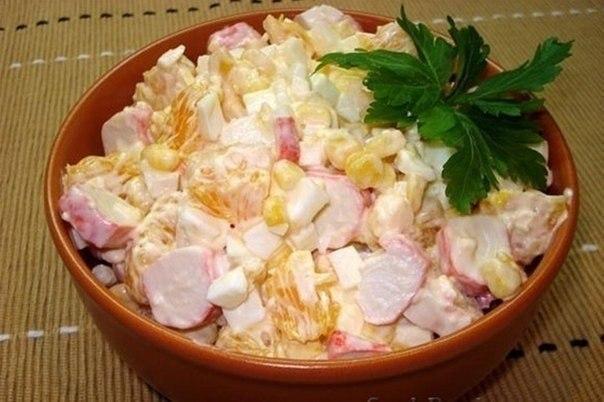 Диетический салат! Идеальный ужин для любителей вкусно поесть ! 100 гр - всего 97 Ккал крабовые палочки - 7шт апельсин - 1шт Смотреть рецепт в источнике...