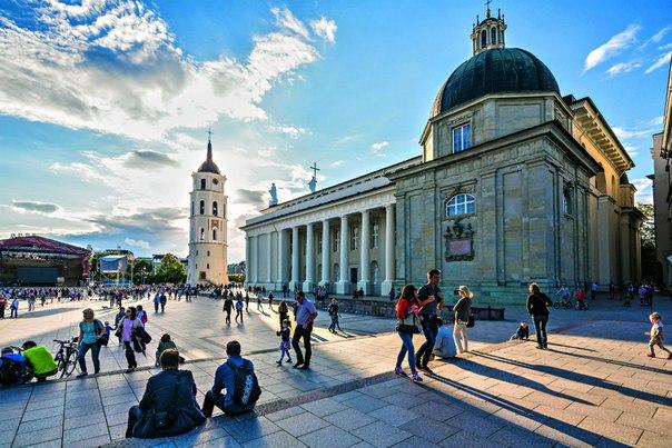 В новом выпуске «Путеводителя» от National Geographic Traveler – лучшие места Вильнюса, Тракая и Каунаса.
