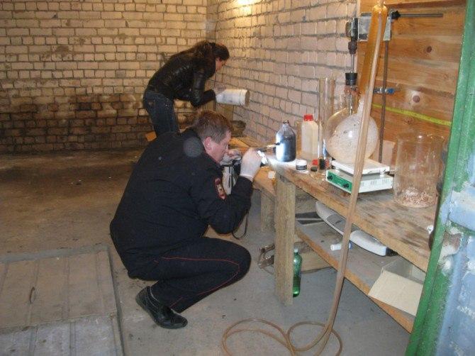 Жителя Якутии поймали в гараже во время изготовления наркотика