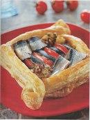 Фото рецепта: Пирог с сардинами и лимонной чермулой
