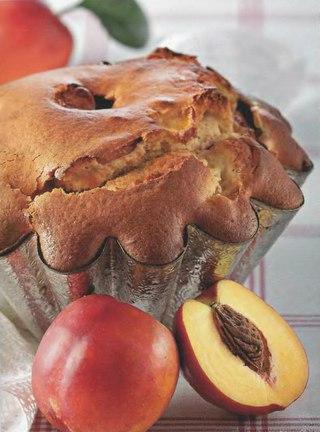 Фото рецепта: Шарлотка с персиками