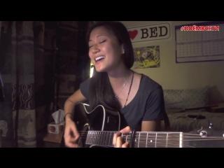 Девочка круто поет песню Backstreet Boys - I Want It That Way (acoustic cover),прекрасный голос у девушки,поёт,играет на гитаре