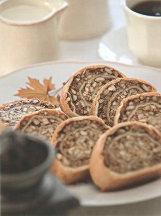 Фото рецепта: Ореховый рулет с медом