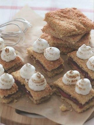 Фото рецепта: Пирожные из тертого хлеба
