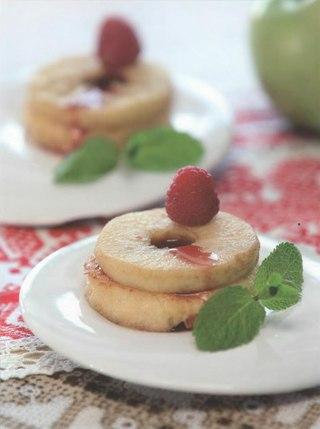 Фото рецепта: Жареные яблоки с вишневым соусом