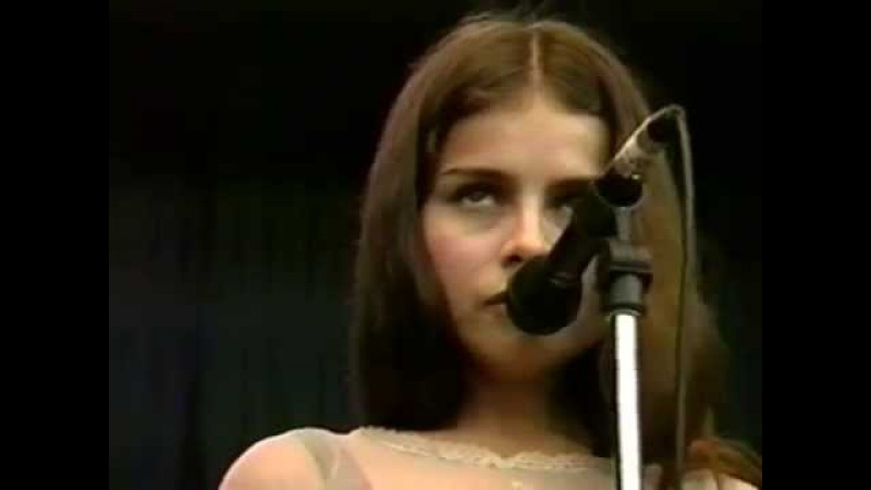 Mazzy Star - Fade Into You - 10/2/1994 - Shoreline Amphitheatre (Official)