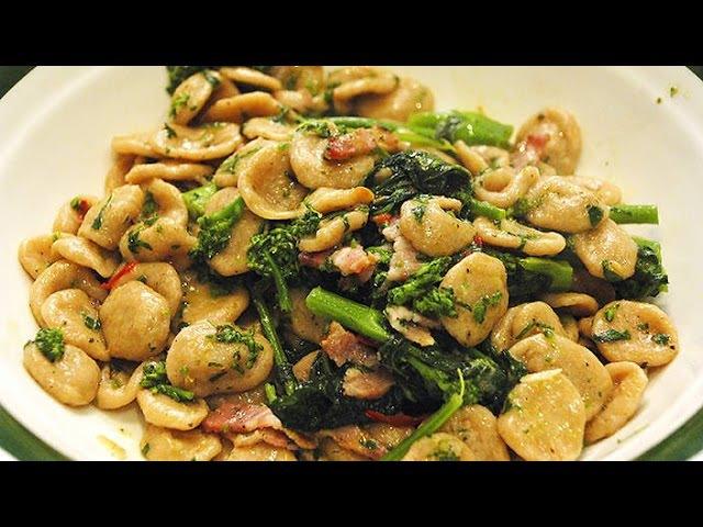 Orecchiette with broccoli rabe (orecchiette con cime di rapa) - Italian Cuisine