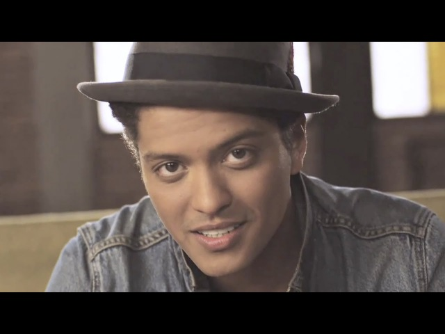 Bruno Mars - Just The Way You Are [OFFICIAL VIDEO]Oh, her eyes, her eyes make the stars look like they're not shining Her hair, her hair falls perfectly without her trying She's so beautiful And I tell her everyday. Yeah, I know, I know when I com
