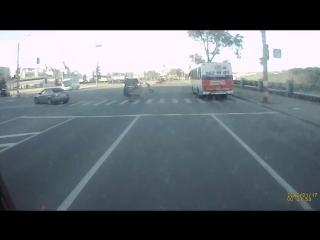 Джип сбивает пешехода на зебре в Нижнем Новгороде