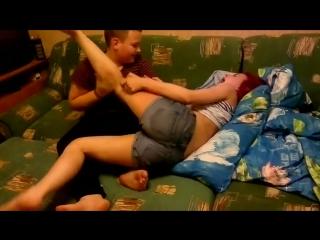 Лапает грудь сестры видео
