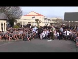 Танец хака на похоронах в честь учителя  School's powerful haka for teacher's funeral