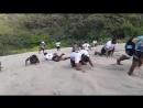 Женская сборная Фиджи по регби-7 тренируется вместе с мужской командой в песчаных дюнах Sigatoka