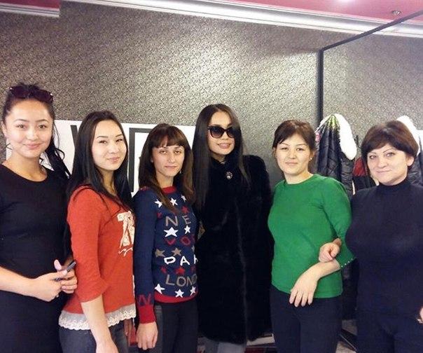"""Бүгін, Жанар Алматыдағы """"VIRA"""" атты сұлулық салонында."""
