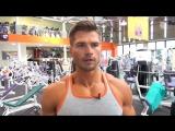 Фитнес модель Денис Гусев, тренировка плеч.
