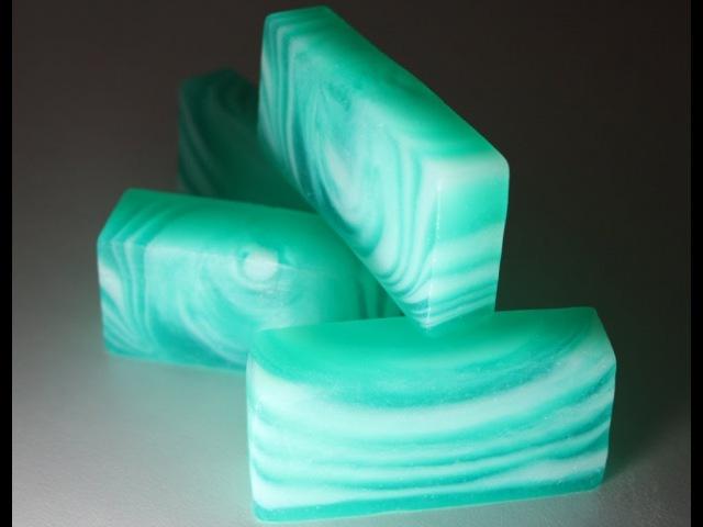 Хвойное мыло со свирлами. Conifer soap with swirls.