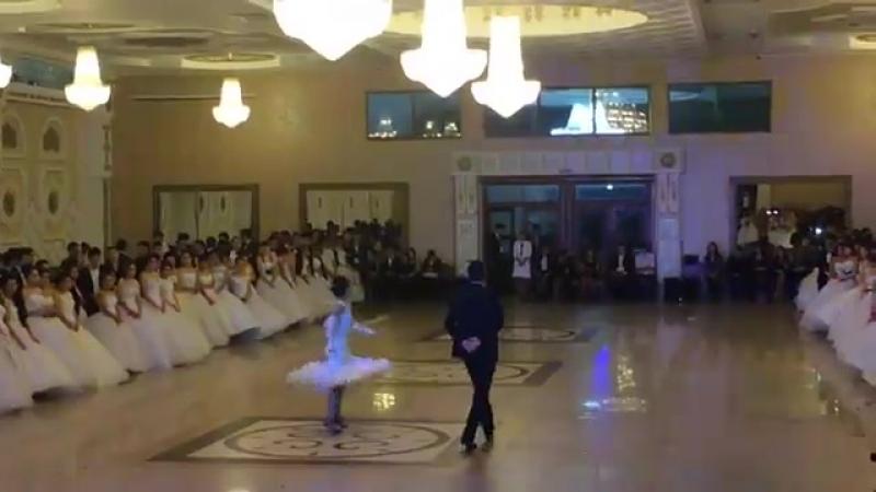 Венский бал Танец Короля и королевы