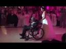 Танец невесты с больным отцом. Трогательно до слез!