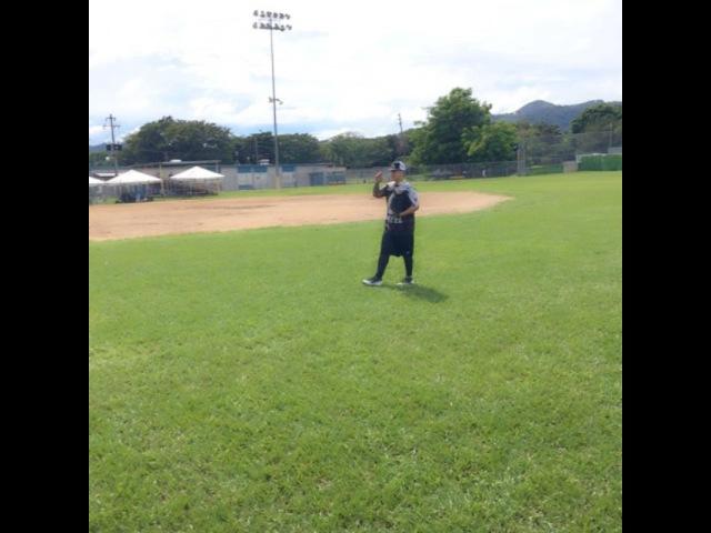 "Daddy Yankee on Instagram: ""Calentando el brazo con @kennysvargas softball ⚾️⚾️⚾️ @elcartel_softball"""