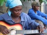 Ibuibu jago main gitar, dewa banget