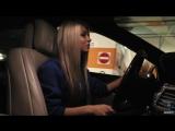 Девушка представляет МЕРСЕДЕС S500 . Я думаю что эта лучшая реклама этого авто !