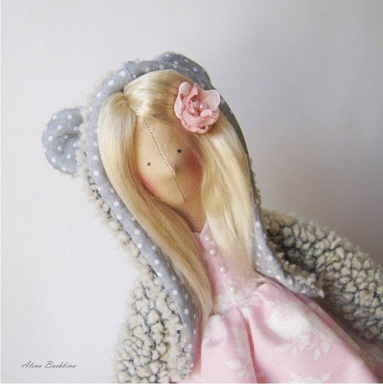 кукла в шапочке с ушками