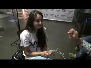 Уличный гипноз. Девушка в гипнозе. Цыганский гипноз. Обучение гипнозу