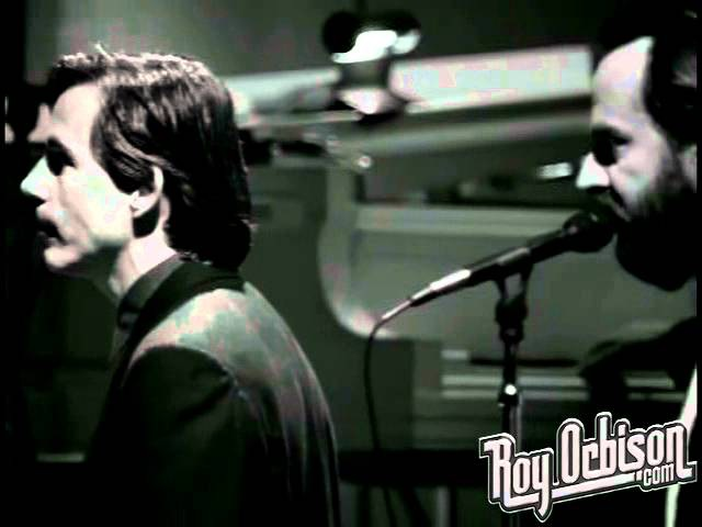 Roy Orbison - Only the Lonely from Black and White Night