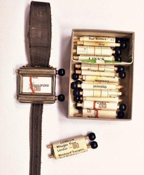 Первый навигатор появился в 1920 году. Похожи на часы, в комплекте с картами. Кр...