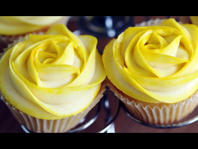 Rose Cupcakes - Tinted Buttercream Frosting Decoration 로즈 컵케이크 만들기 - 한글자막
