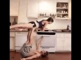 Акро йога на кухне