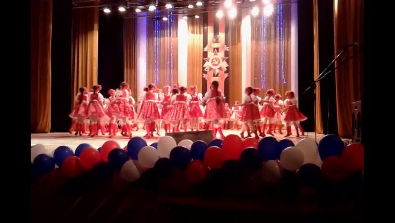 Задорная русская пляска На конкурсе в ДК Салют 24 04 15г