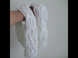 Шарф - снуд, вязание без спиц и крючка на руках из связанной на пальцах цепочки.