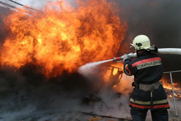 В станице Зеленчукской загорелся дом