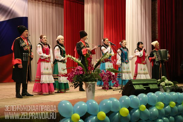 Районный Дворец культуры провел отчетный концерт и выставку народного творчества