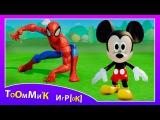 Человек Паук и Микки Маус играют с машинками из мультфильма ТАЧКИ. Игра ДИСНЕЙ детям - Disney Cars
