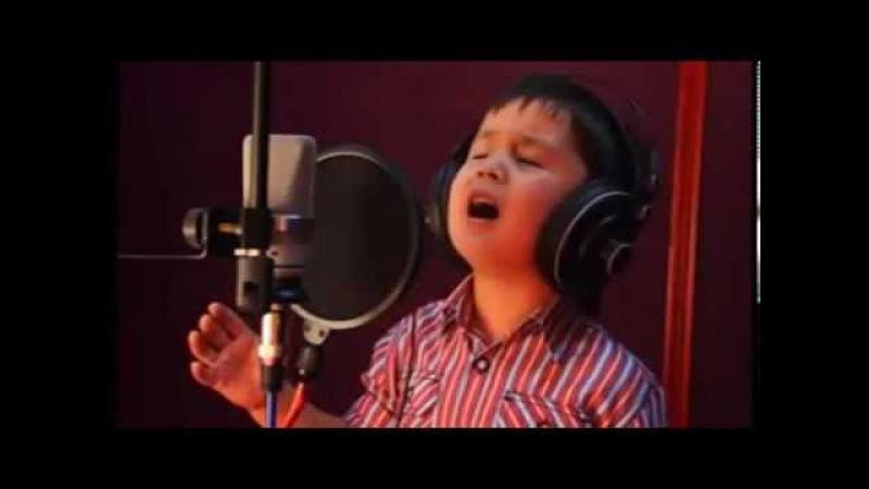 4 х летний мальчик поет песню Далера Назарова Чак чаки борон