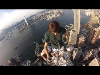 Руферы залезли на вышку в Hong Kong