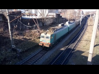 Електровоз ВЛ11м-080 з вантажним поїздом. Electric locomotive VL11M at the station Kleparow.