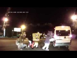Микки-Маус и Губка Боб избили водителя на дороге!