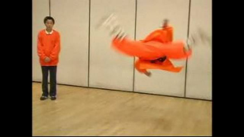 Shaolin Kung Fu Stretches Moves : Butterfly Kick in Shaolin Kung Fu