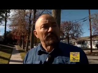 Отец Пола Уокера плачет на месте аварии сына