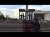 Почетный караул флага Киргизии в Бишкеке