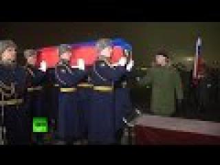 Погибшего в Сирии российского пилота Су-24 доставили на родину