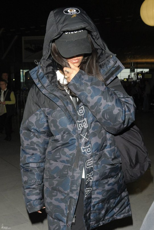 Рианна в аэропорту Парижа.