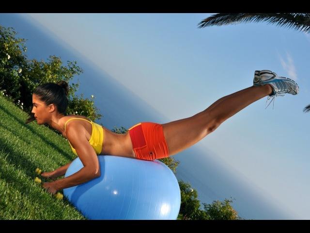 Тренировка всего тела с фитнес-мячом и гантелями. Stability Ball Workout With Dumbbells -