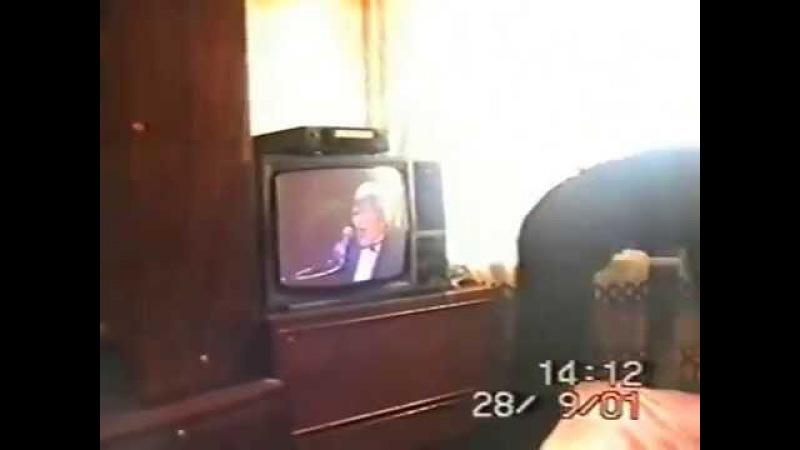 Мама поёт песню Юрия Антонова 28 9 2001