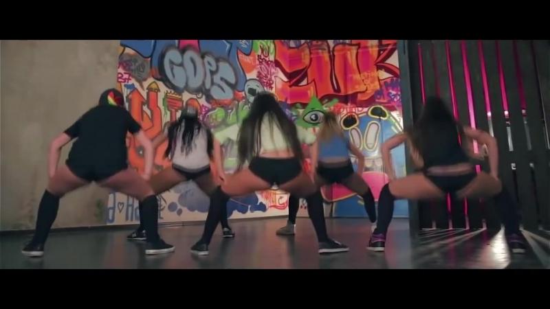 Seksualnyie_devushki_krutyat_popoy_2015_booty_dance_twerking_22